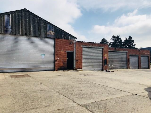 hangar + garages